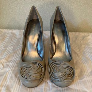 Nine West leather heels with rosette at toe, Gray